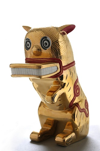 <b>The Wild Cat Returns (Gold)</b><br/>porcelain<br/><br/>34.6 x 28 x 26.5cm<br/><br/>edition of 10