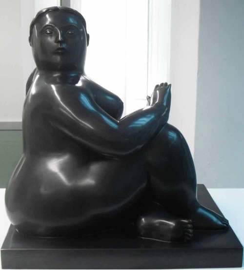 <b>Sitting Lady</b><br/>Bronze <br/><br/>H 50 cm<br/>2005<br/>Artist Proof 1/2